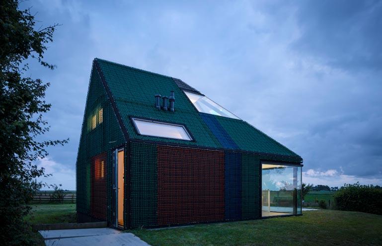 Dise o de casa peque a de campo de madera for Disenos de casas de campo pequenas