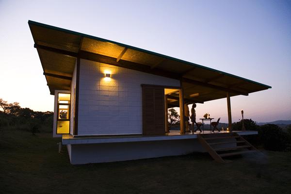 Dise o de casa muy peque a de madera construye hogar for Disenos techos minimalistas