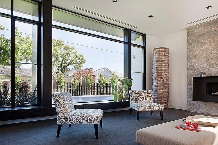Dise o de casa moderna en esquina fachada e interiores - Jardines interiores en casas modernas ...
