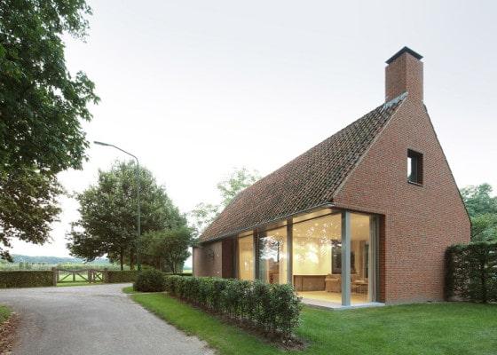 Fachada de casas de campo de un piso