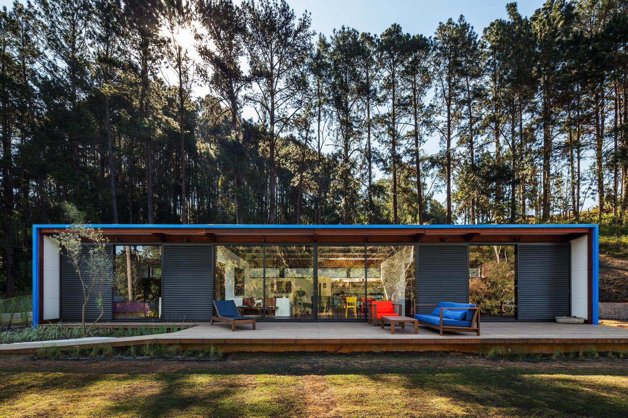 Dise o de casa peque a moderna fachadas y planos for Casa moderna en el campo