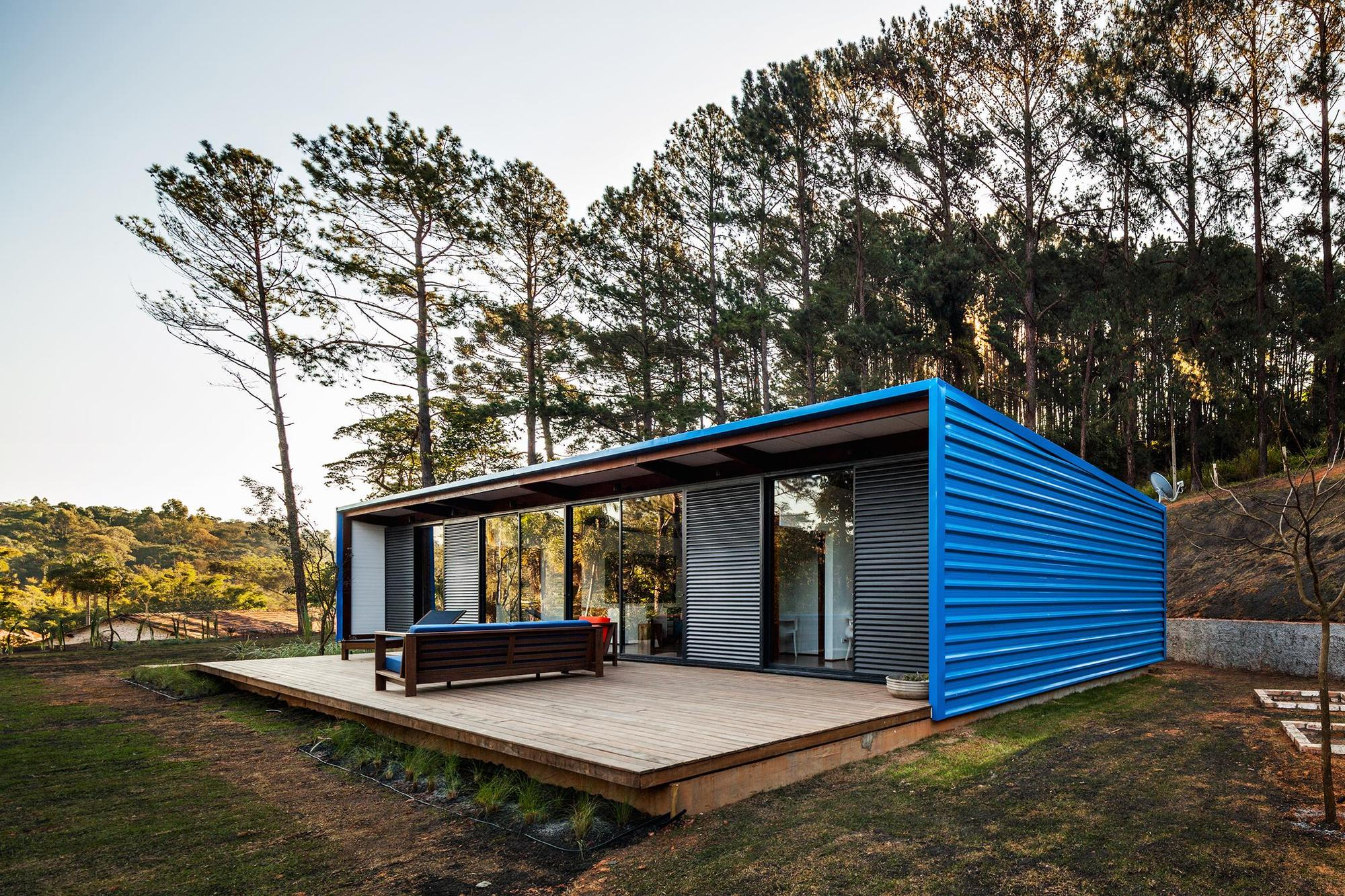 Dise o de casa peque a moderna fachadas y planos for Cubiertas para casas campestres