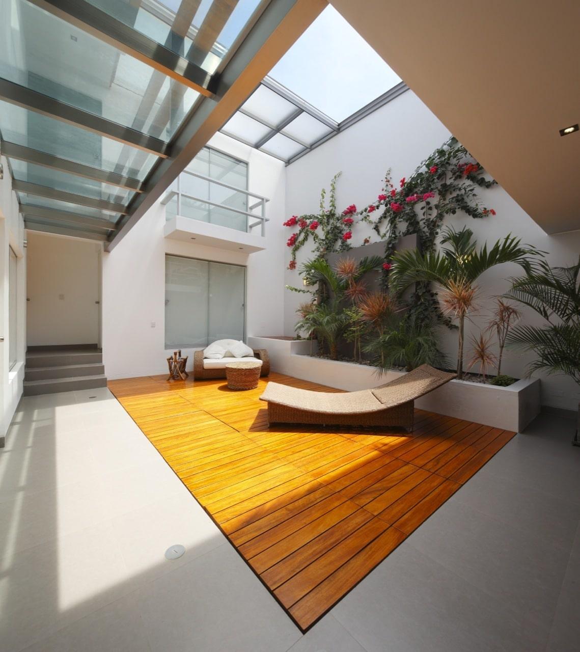 diseño de casa de una planta con sótano y terraza piscina