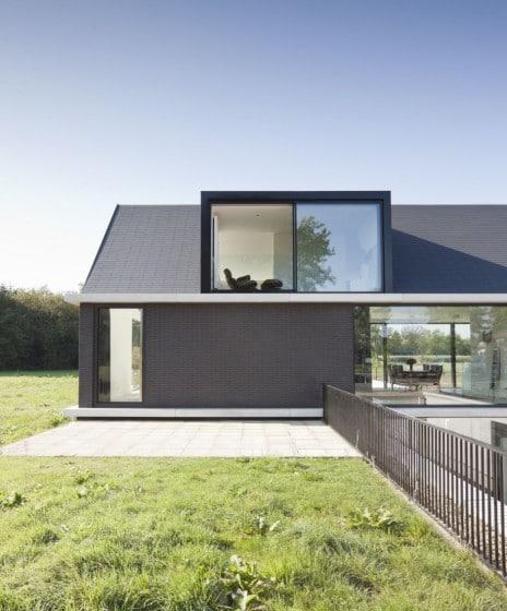 Casa de un piso con buhardilla
