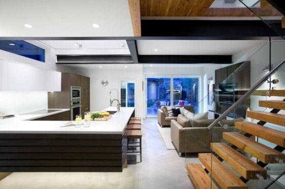 Vista de la sala y cocina con isla