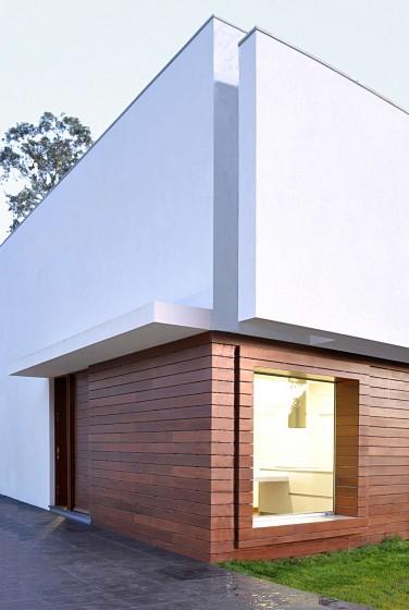 Detalle de muros de casa de dos pisos pequeña