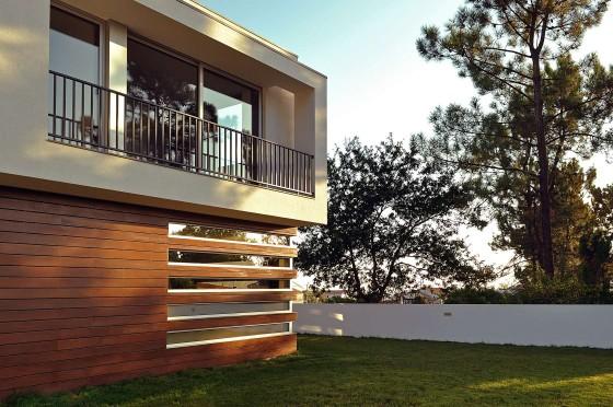 Detalle de pared calada de madera