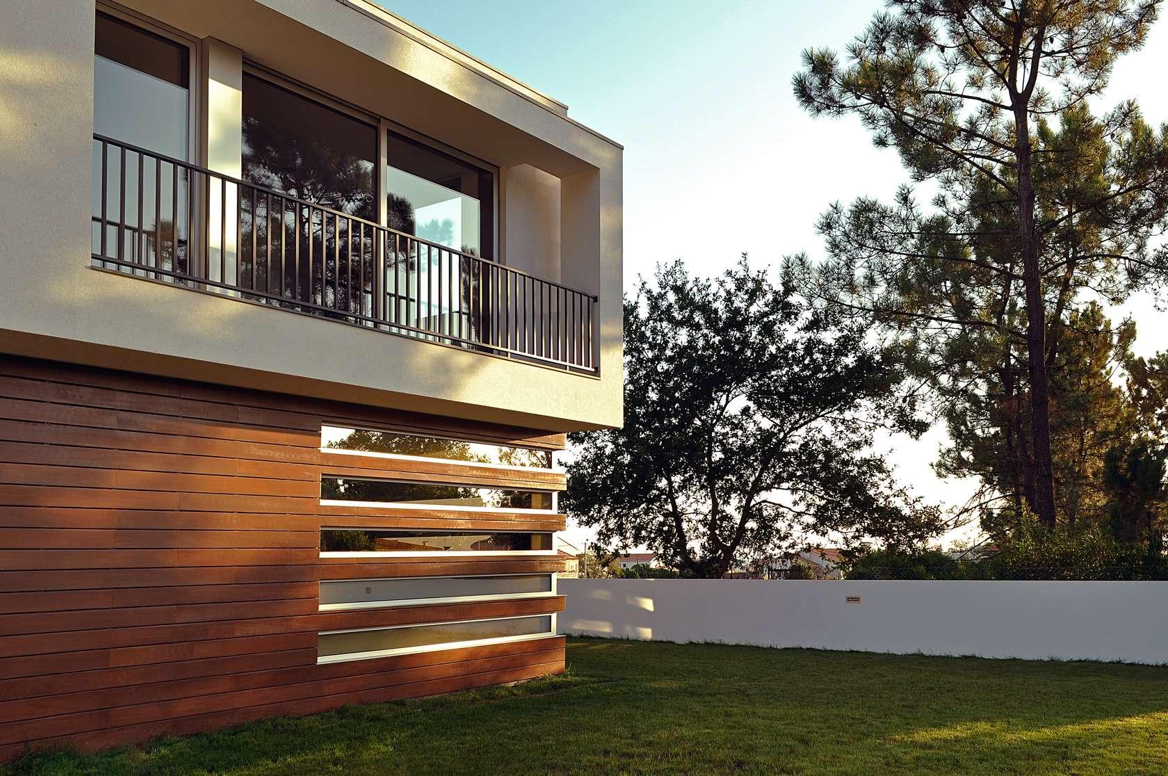 Dise o de casa cuadrada de dos pisos con planos y fachadas for Detalles de una casa