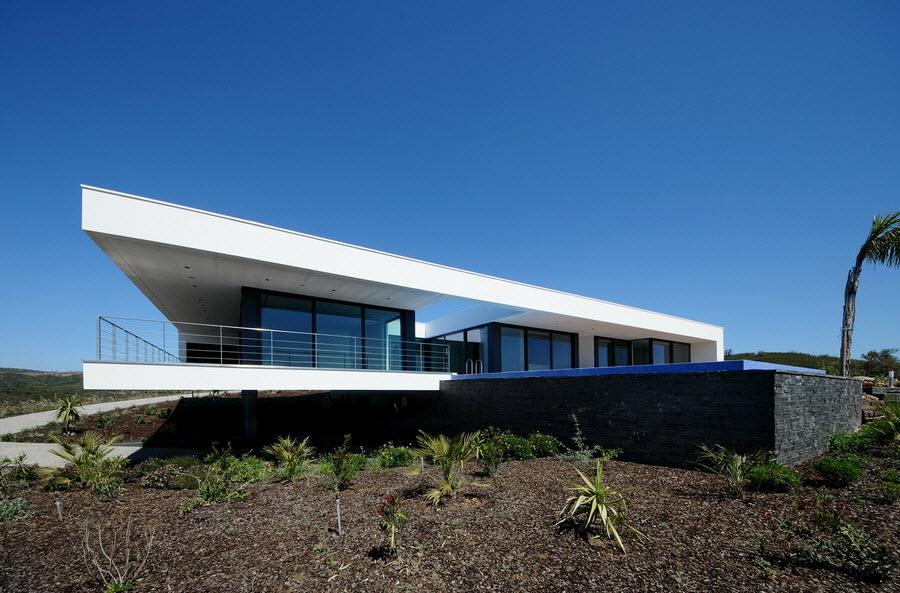 Dise o de casa moderna con piscina for Diseno de piscinas para casas de campo