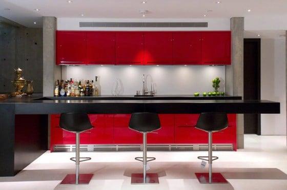 Diseño de cocina con muebles rojos
