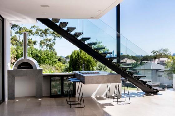 Diseño de cocina debajo de escaleras