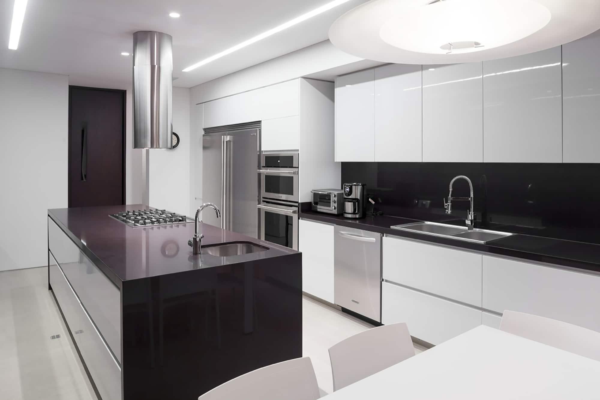 Moderno dise o casa de un piso con planos for Una cocina moderna