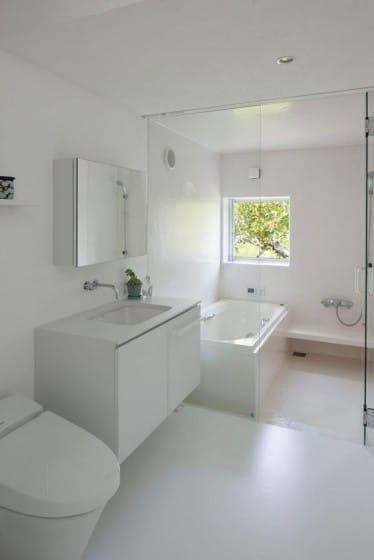 Diseño de cuarto de baño blanco