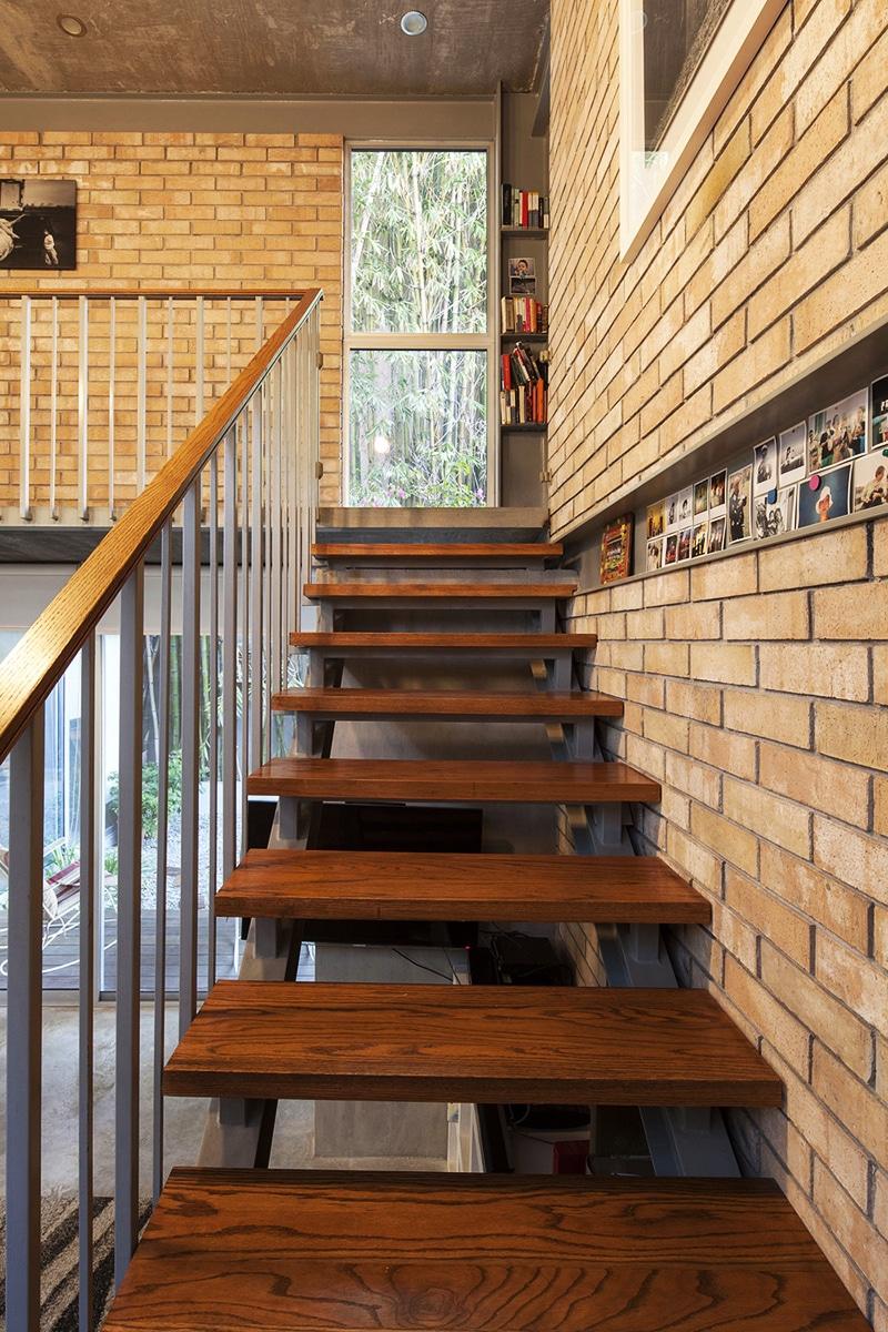 Planos de casa en forma de l dise o construye hogar - Escaleras con peldanos de madera ...