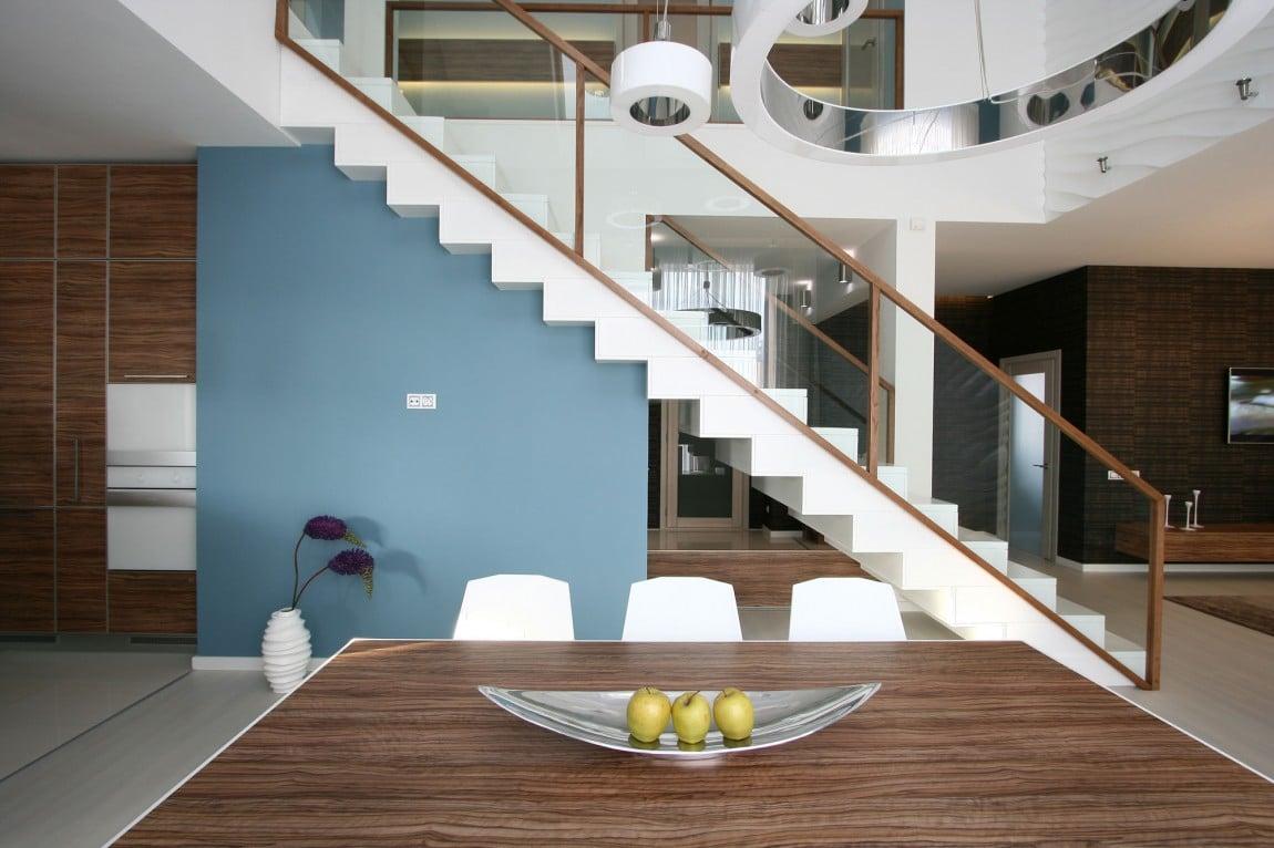 Dise o casa moderna dos plantas y planos - Casas con escaleras interiores ...