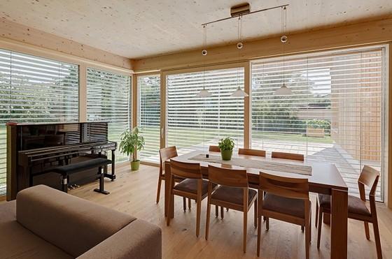 Diseño de interiores de casa de madera de una planta