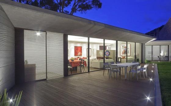 Diseño de terraza con piso iluminado