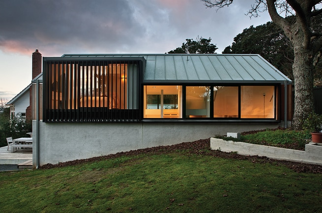 Dise o de moderna casa de campo dos pisos construye hogar for Casa moderna en el campo