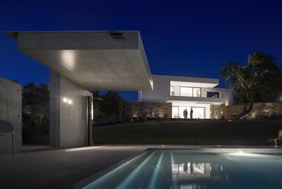 Moderna casa de dos plantas con piscina en azotea for Diseno de interiores de casas de dos plantas