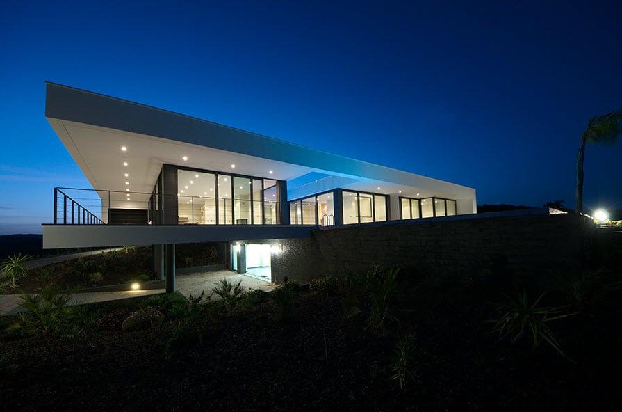 Dise o de casa moderna con piscina for Casa moderna immagini