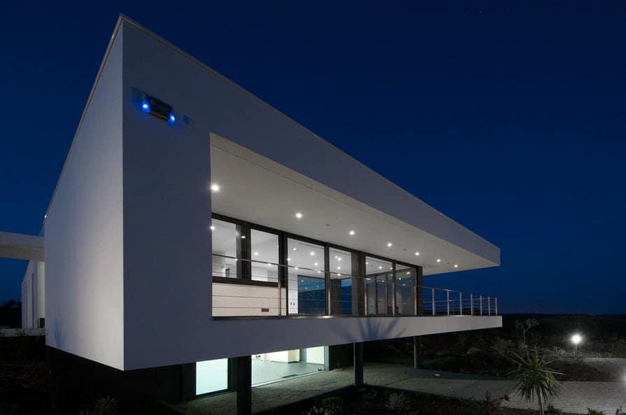 Dise o de casa moderna con piscina construye hogar for Estructura de cocinas modernas