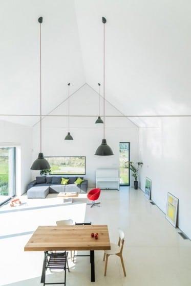 Diseño de amplia sala de casa de campo