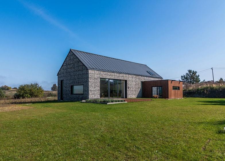 Dise o de casa de campo con piedra y madera construye hogar for Casa moderna en el campo