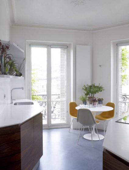 Diseño de cocina comedor construida en espacio triangular