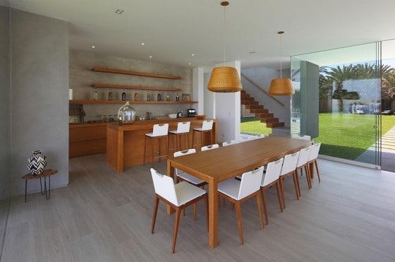 Diseño de cocina comedor moderna de madera