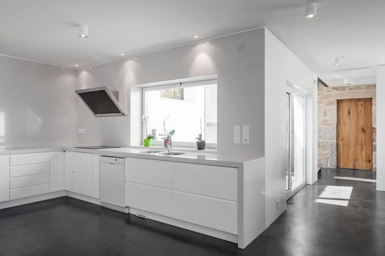 Remodelaci n de casa de dos pisos for Pisos para cocina