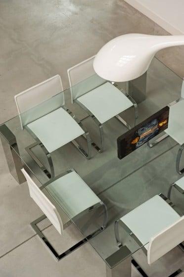 Diseño de comedor con mesa de vidrio