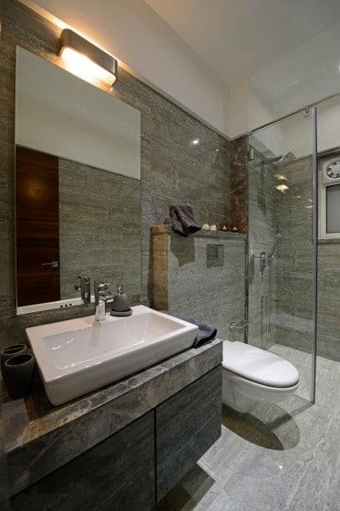 Diseño de cuarto de baño con marmol