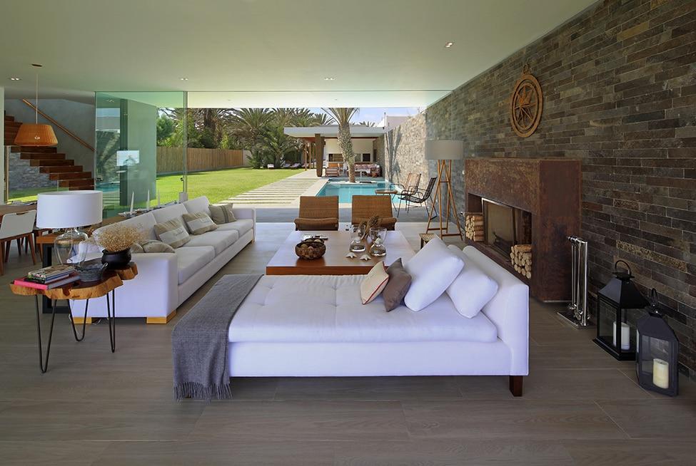Fachadas de casa moderna de dos plantas for Salas en l modernas