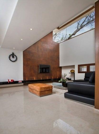 Diseño de sala con techo a doble altura