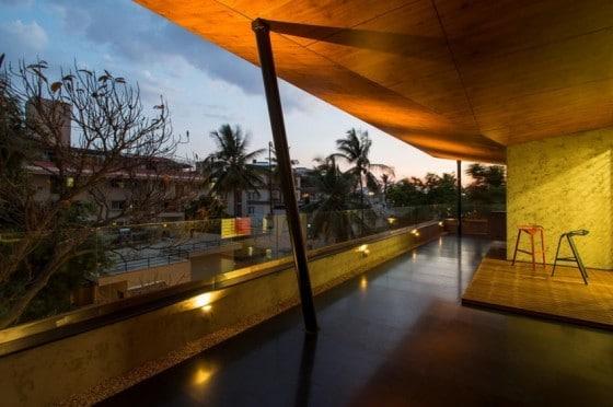 Diseño de terraza de casa de tres pisos