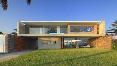 Photo of Diseño de fachadas e interiores de moderna casa de dos plantas, grandes ventanas y estructura estilizada