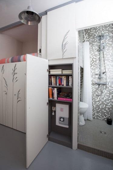 Armario que oculta cuarto de baño y cama