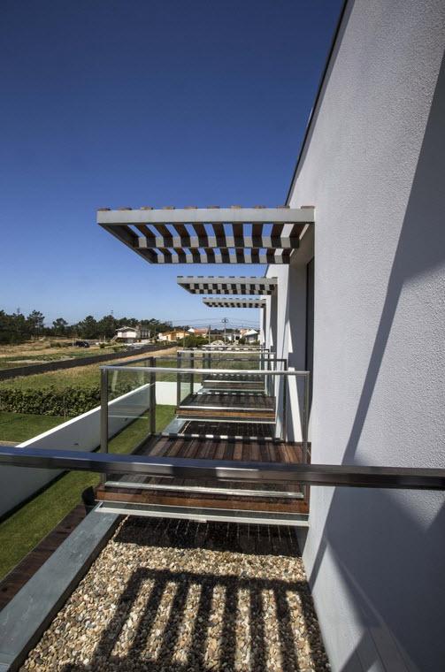 Planos de casa con piscina tres dormitorios construye hogar for Tipos de toldos para balcones