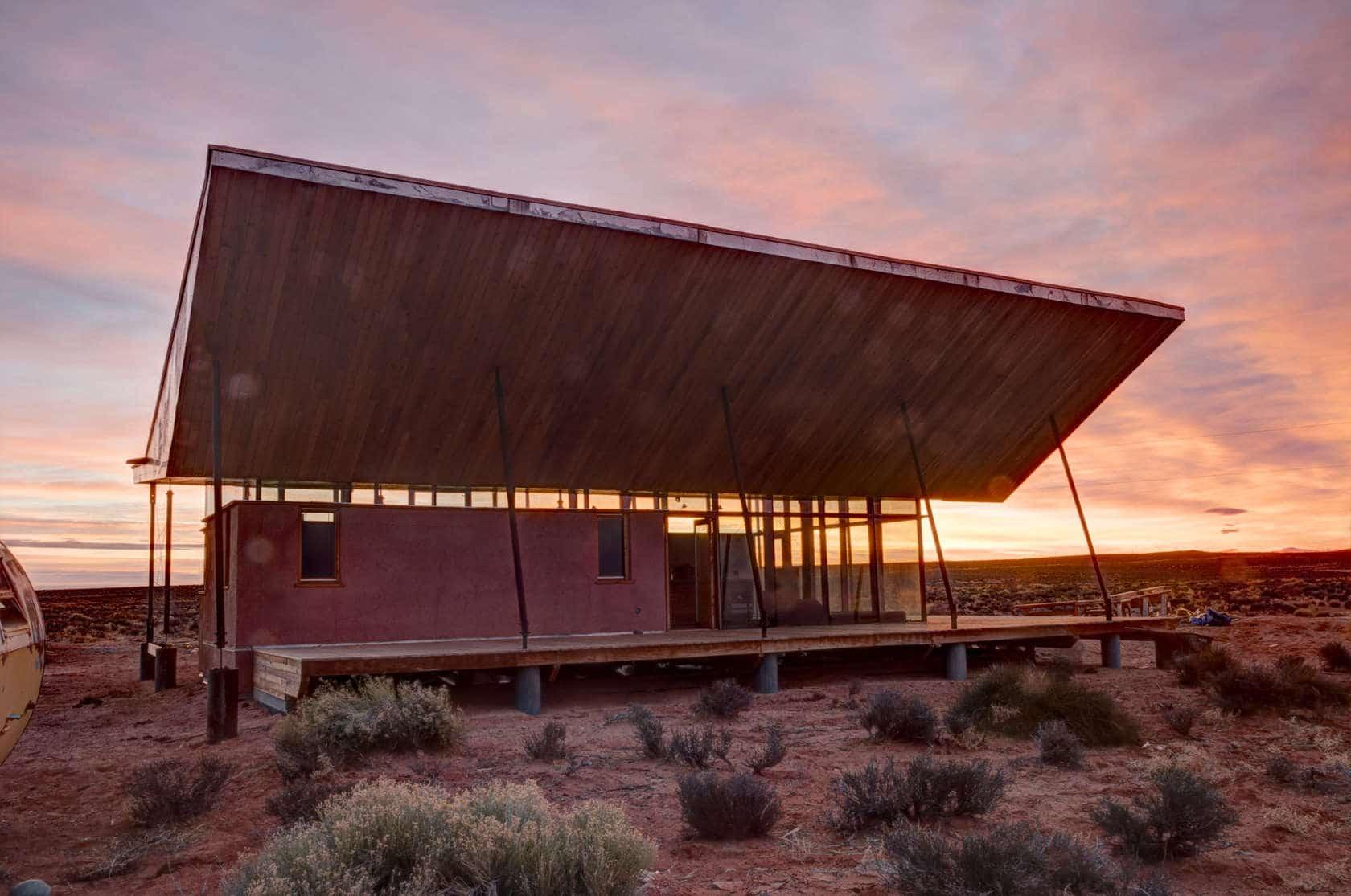 Proyecto de peque a casa de arcilla y madera construye hogar for La casa tiene un techo