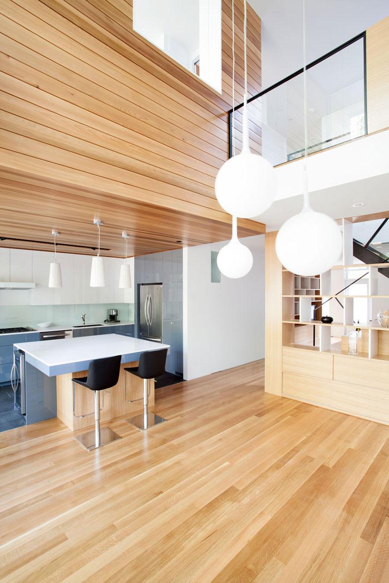 Remodelaci n de casa peque a de dos plantas construye hogar for Diseno de interiores de cocinas pequenas modernas