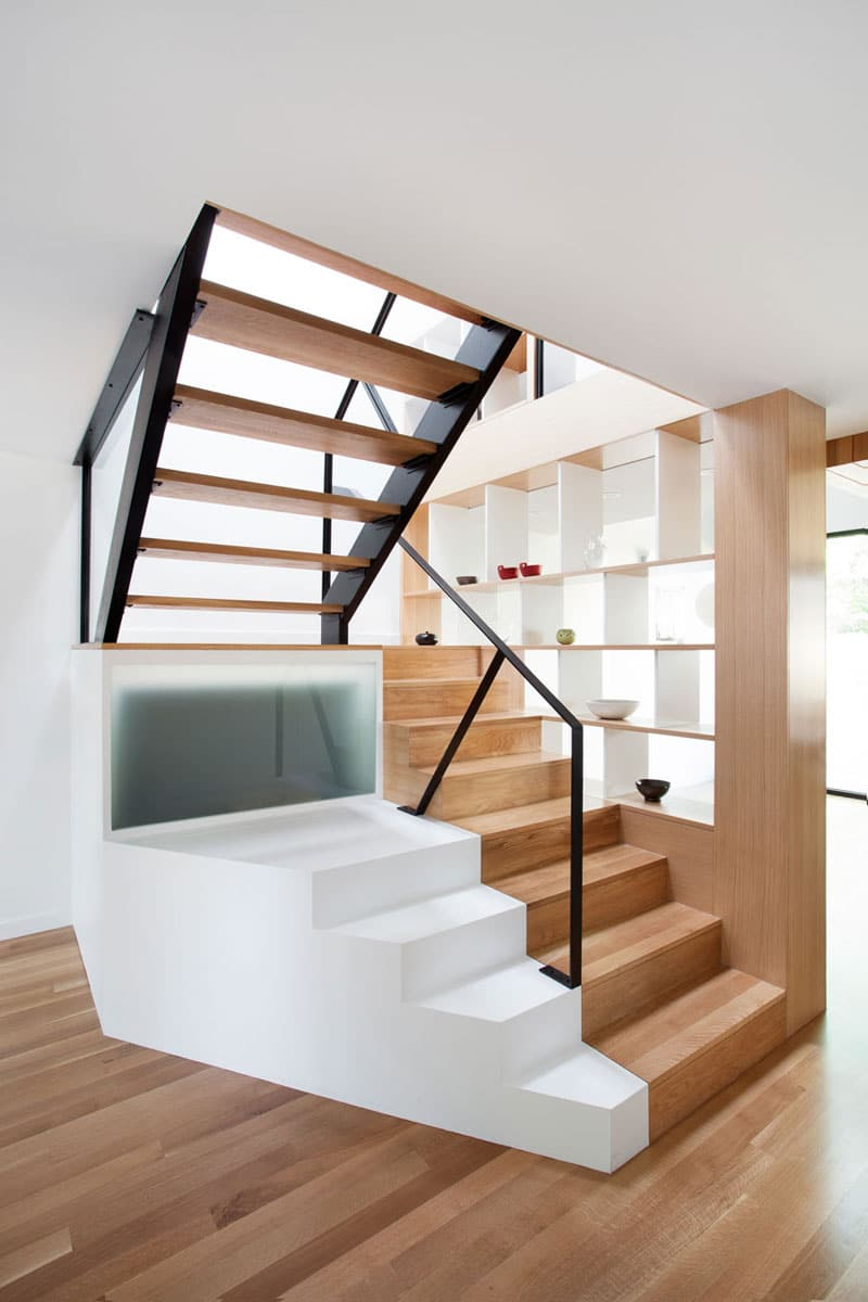 Remodelaci n de casa peque a de dos plantas - Escaleras de madera modernas ...
