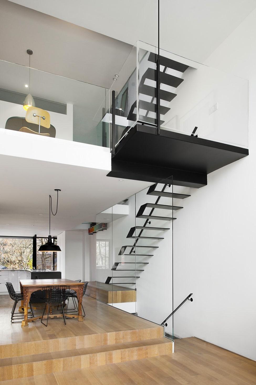 Planos de casa angosta y larga - Casas con escaleras interiores ...