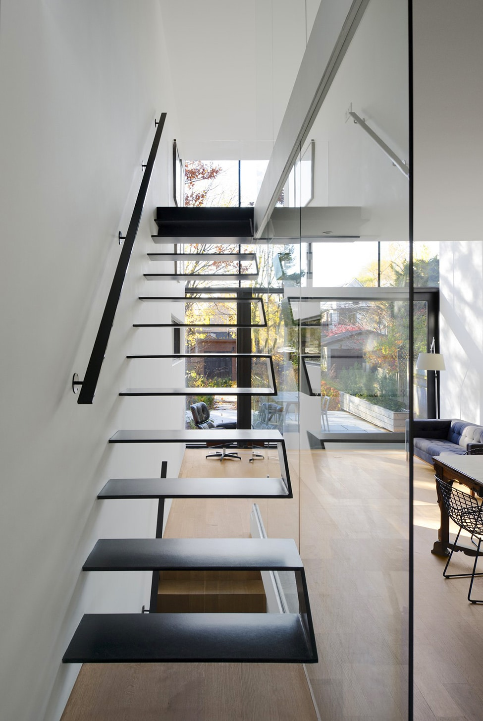 Planos de casa angosta y larga construye hogar for Gradas interiores para casas