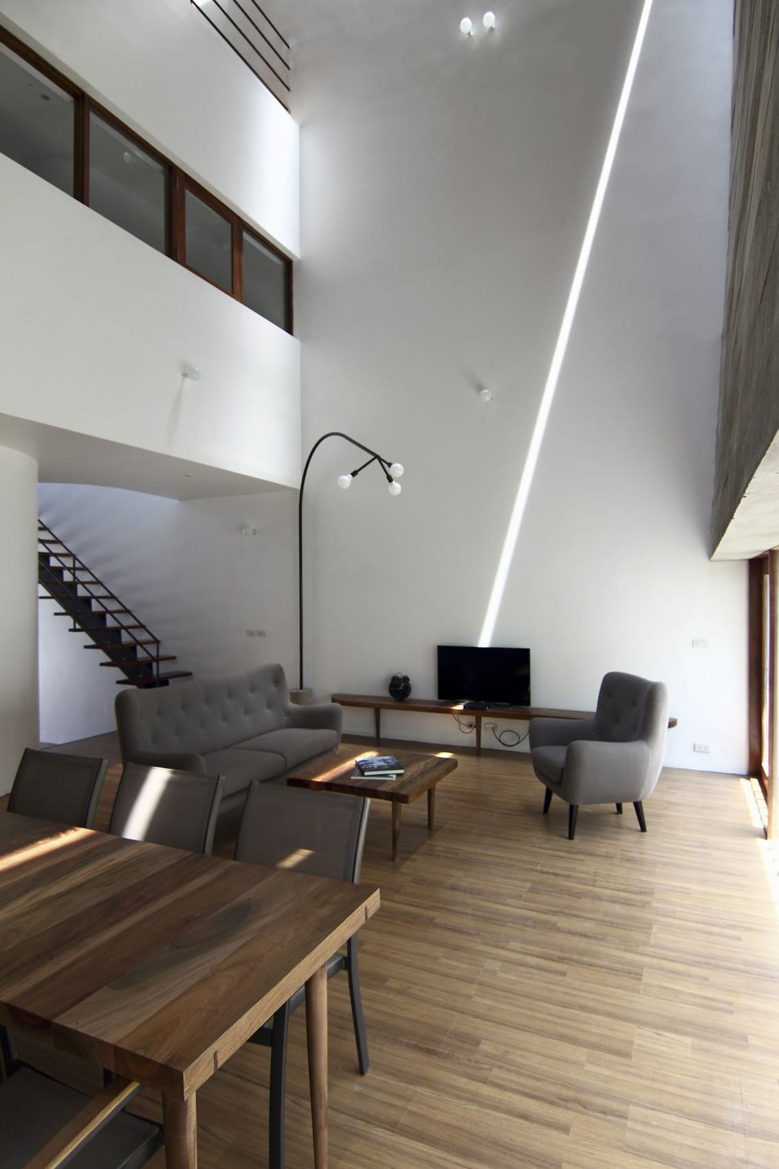 Planos de casa de tres plantas peque a construye hogar for Techos interiores de casas modernas