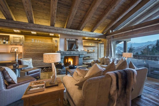 Diseño de sala rústica con chimenea