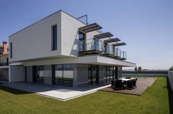 Fachada de casa de dos plantas moderna
