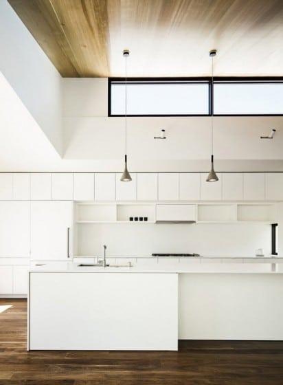 Diseño de cocina minimalista de color blanco