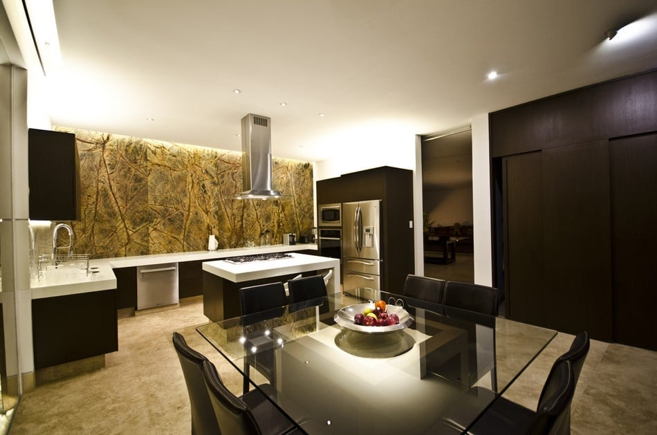 Planos de casa grande con piscina for Fachadas de cocinas