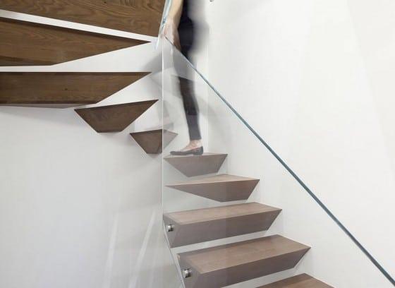 Novedoso diseño de escaleras con formas geométricas