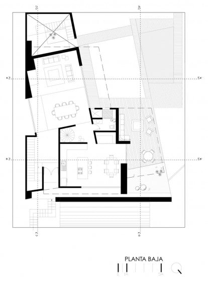 Plano de casa grande con piscina